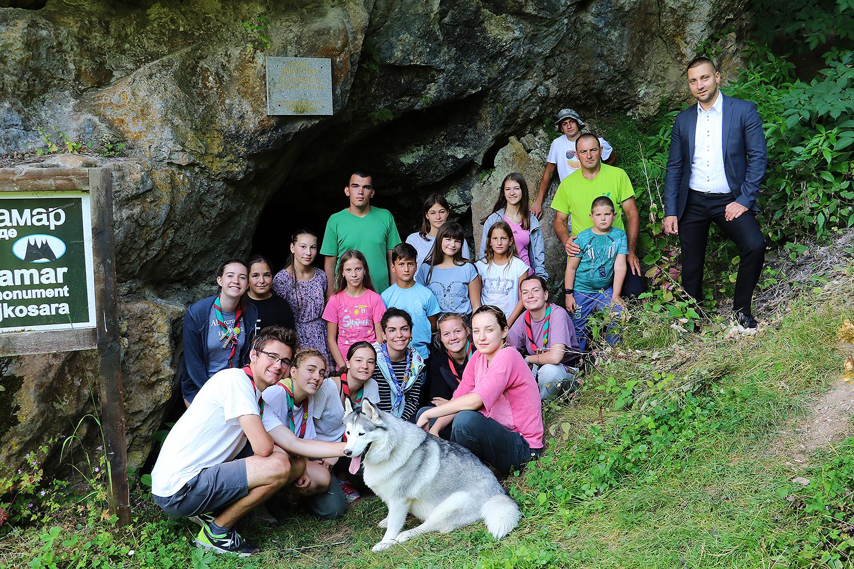 Turisti iz Francuske na 23. kampu u Radmirovcu