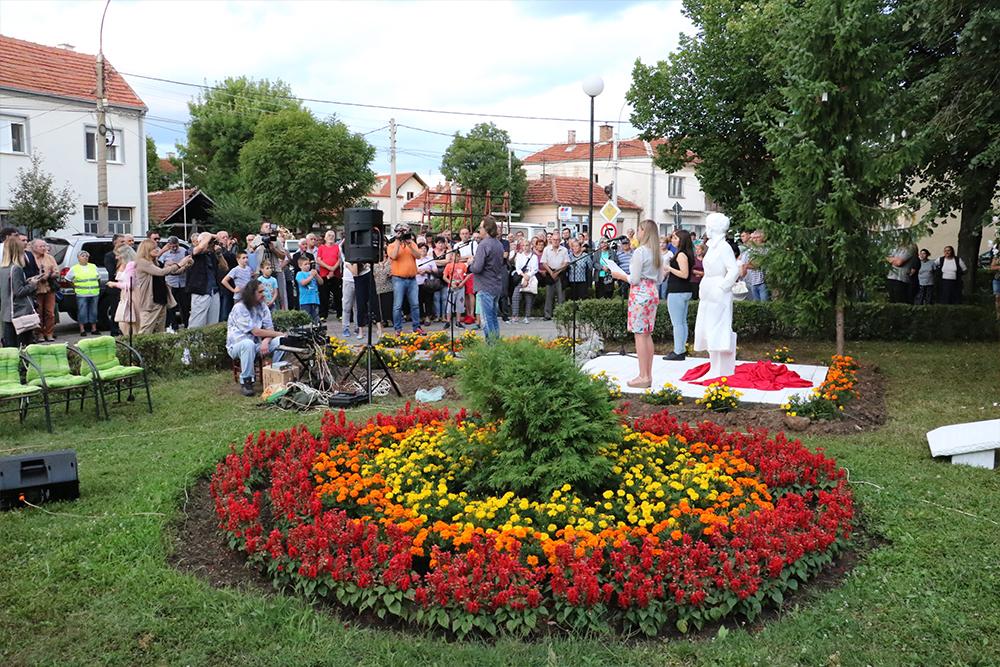 Spomenik, gradski park, foto: M. Miladinović