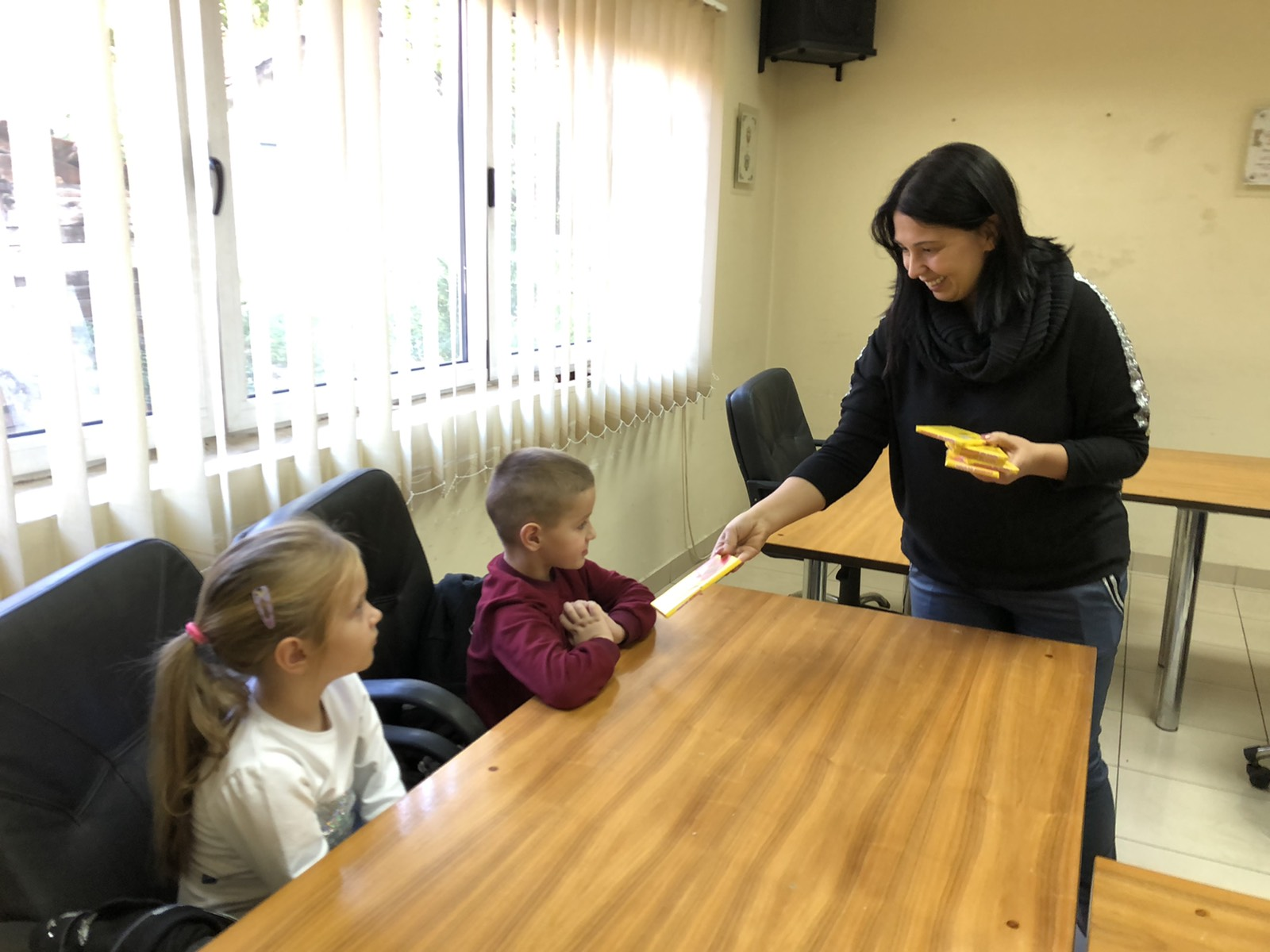 Predsednica podelila čokolade deci iz PU ,,Poletarac'', foto: D.M.