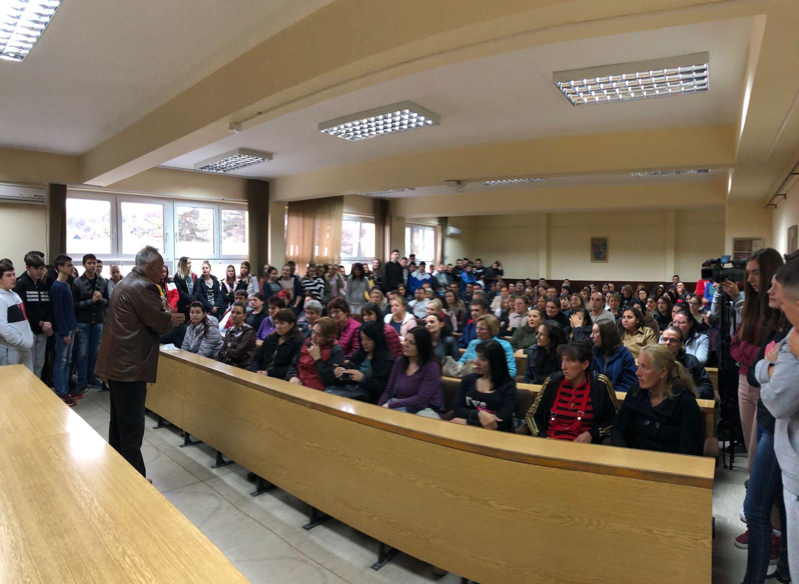 Obraćanje direktora Srednje škole Bojana Petrovića, foto: M.M.