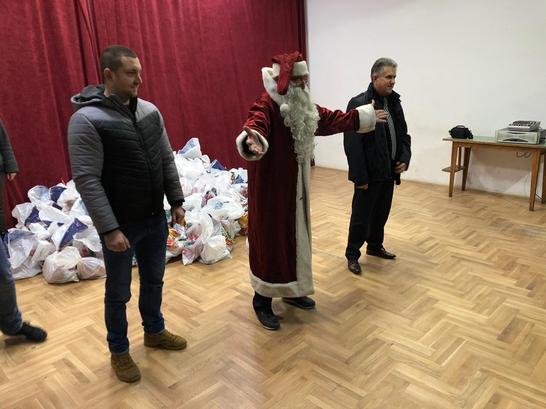 Marković i Miletić sa Deda mrazom