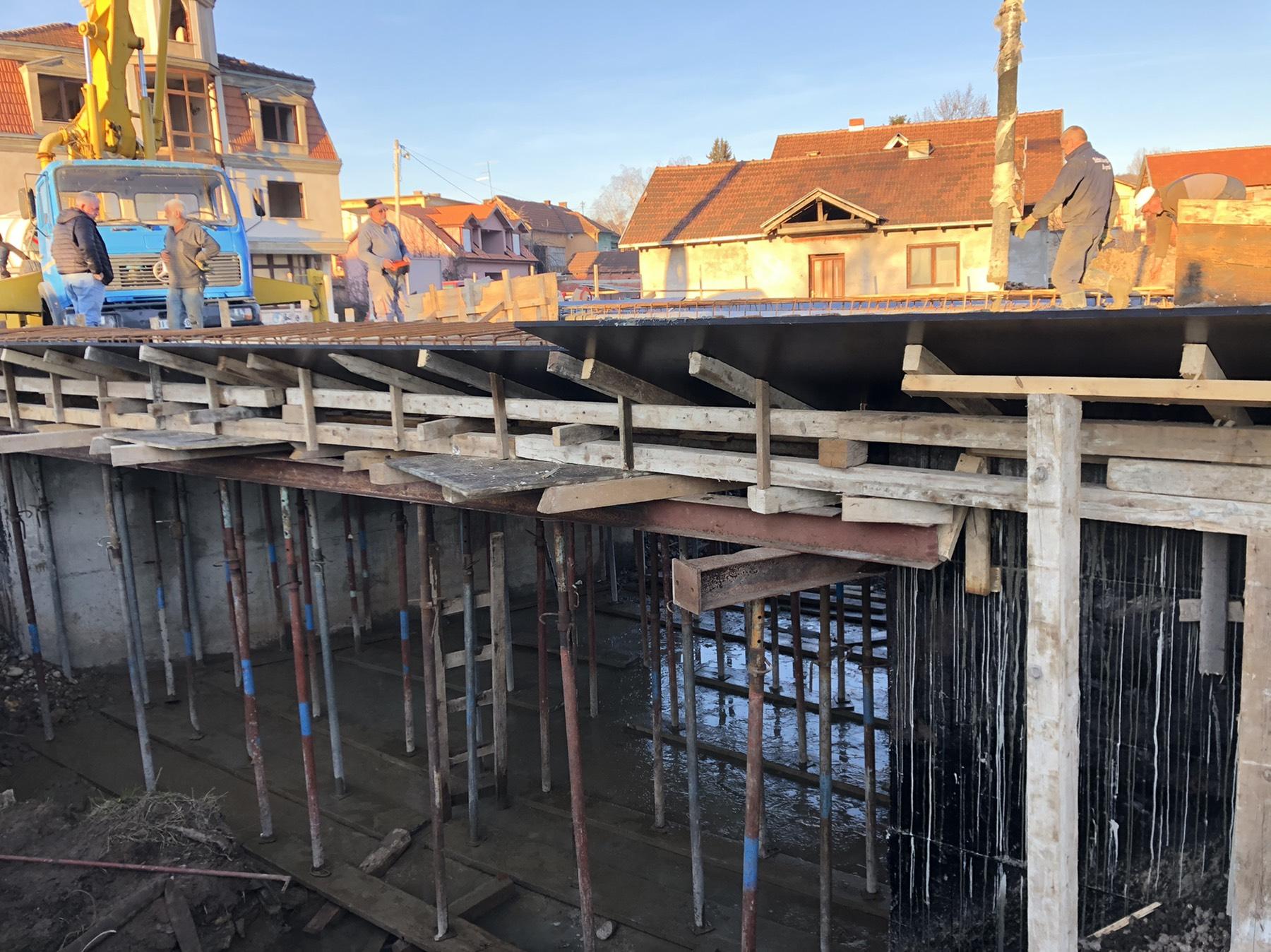 Izgradnja mosta preko Pravačke reke, foto: M. Miladinović
