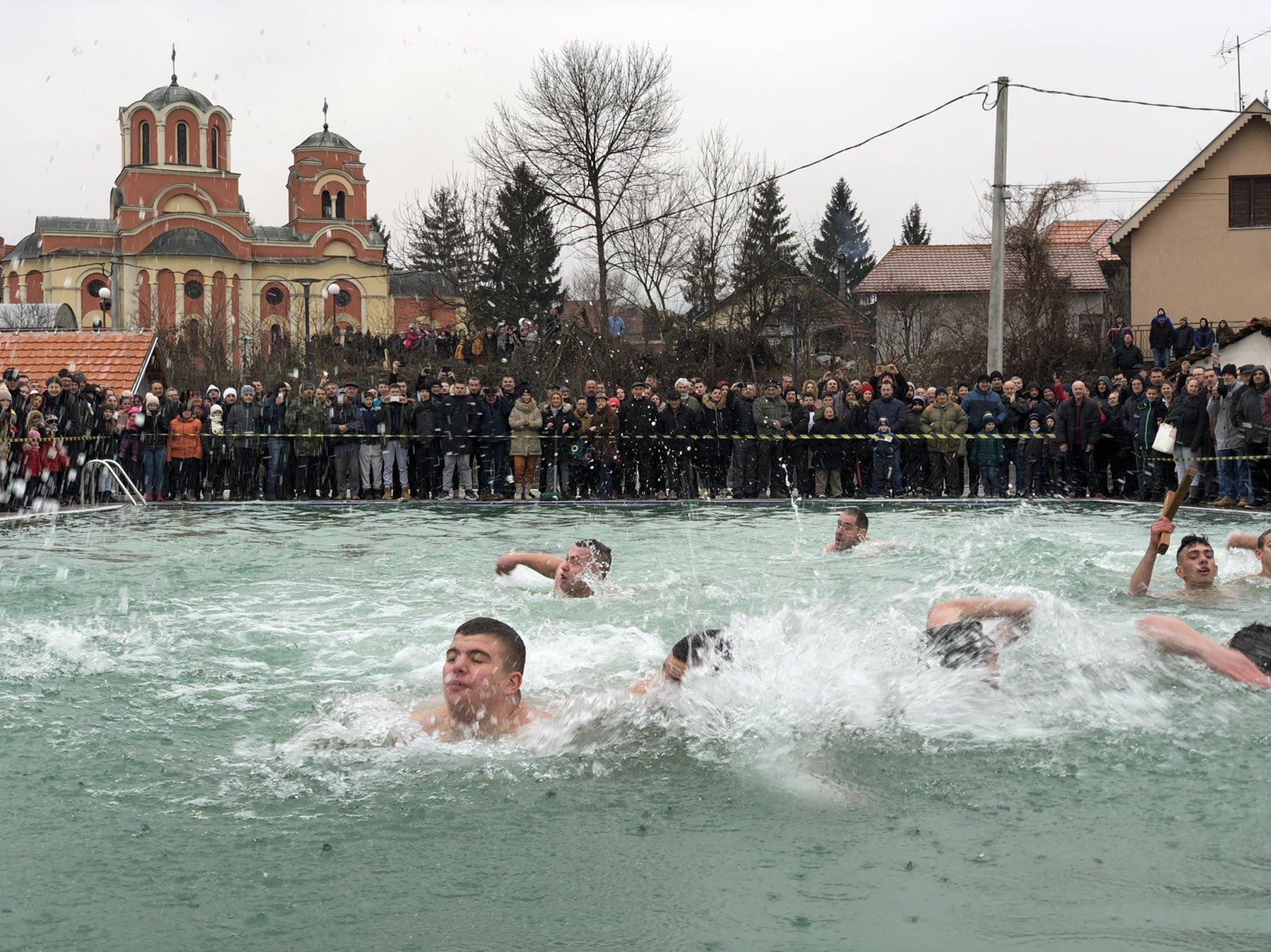 Alen Macura pobednik u plivanju za Časni krst