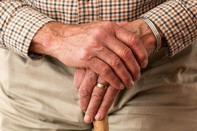 Ilustracija, stariji čovek, autor: Steve Buissinne, preuzeto: Pixabay.com