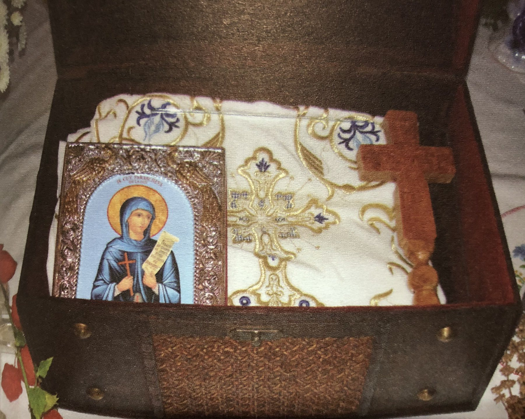 Riza Svete Petke u manastiru, fotografija preuzeta iz knjige ,,Manastir Sveti Aranđeo''