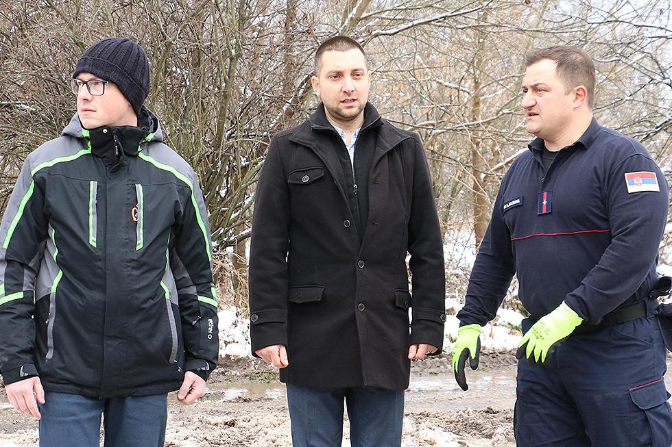 Marković i njegov zamenik na licu mesta, foto: Svrljiške novine
