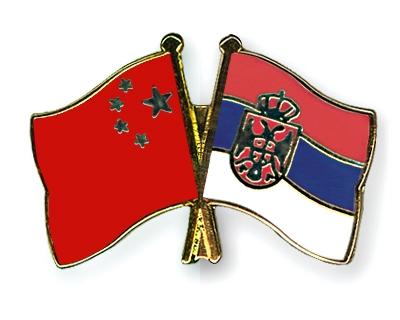 Zastave Kine i Srbije, foto: crossed-flag-pins.com