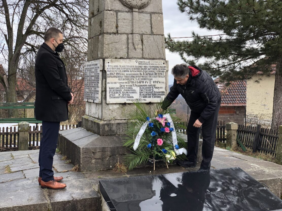 Predsednik opštine Miroslav Marković i poslanik Milija Miletić polažu vence