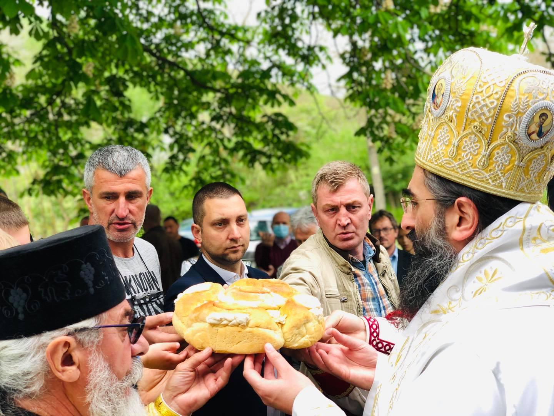 Sečenje slavskog kolača, foto: Svrljiške novine