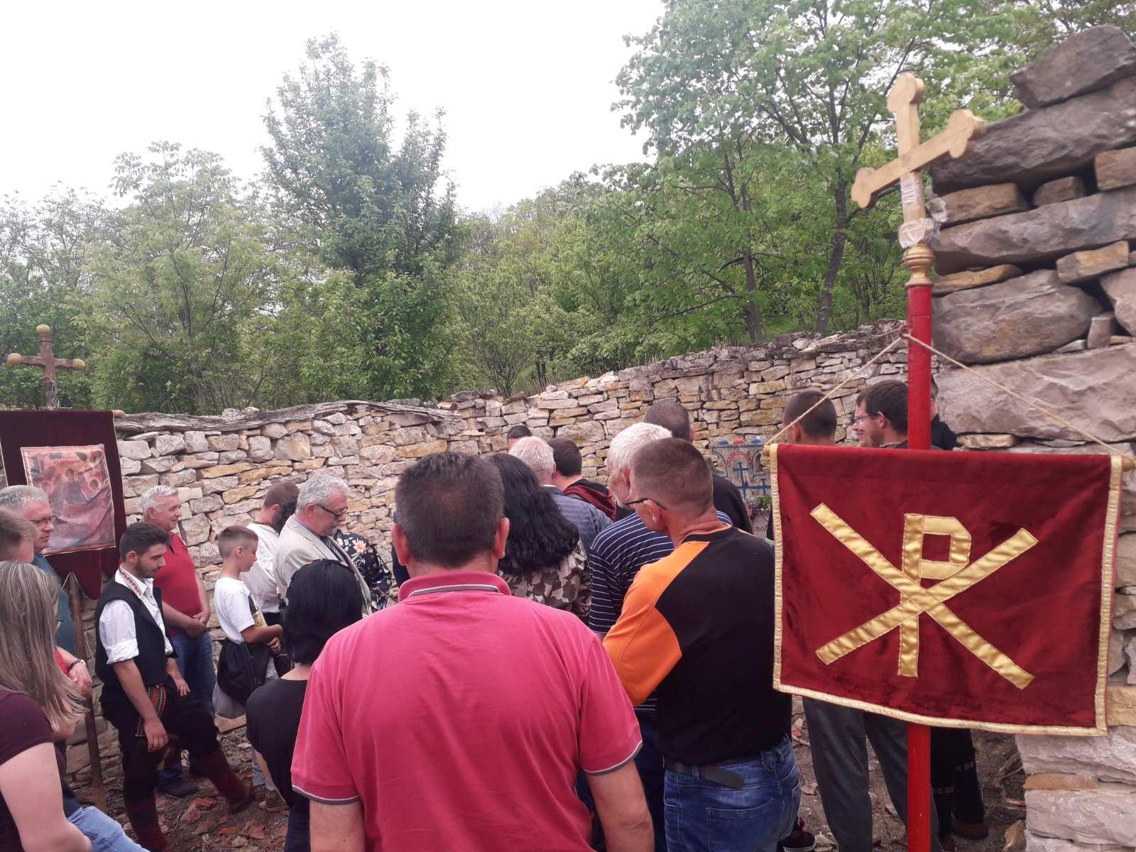 Posle 60 godina nošena litija kroz Šljivovik (FOTO)