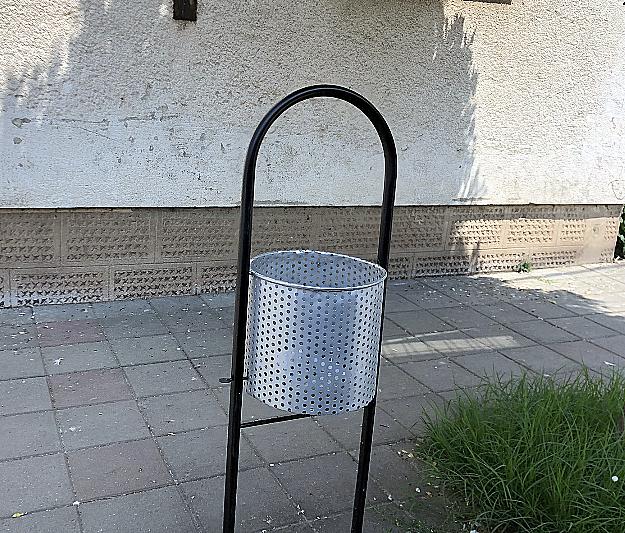 Kanta za smeće u centru, foto: Svrljiške novine