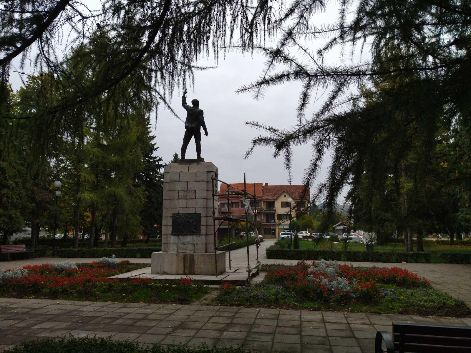 Gradski park, spomenik, foto: Svrljiške novine