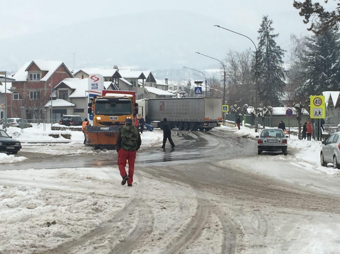 Šleper blokirao državni put Zaječar-Niš kod Svrljiga