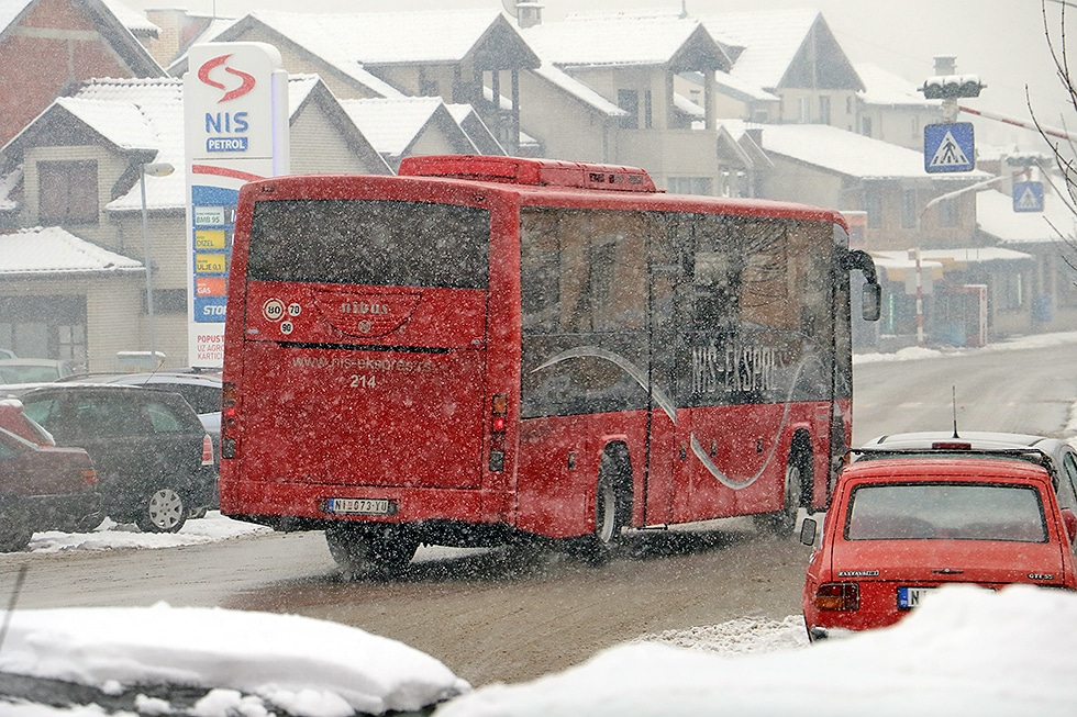Zbog snega do pojedinih sela ne idu autobusi