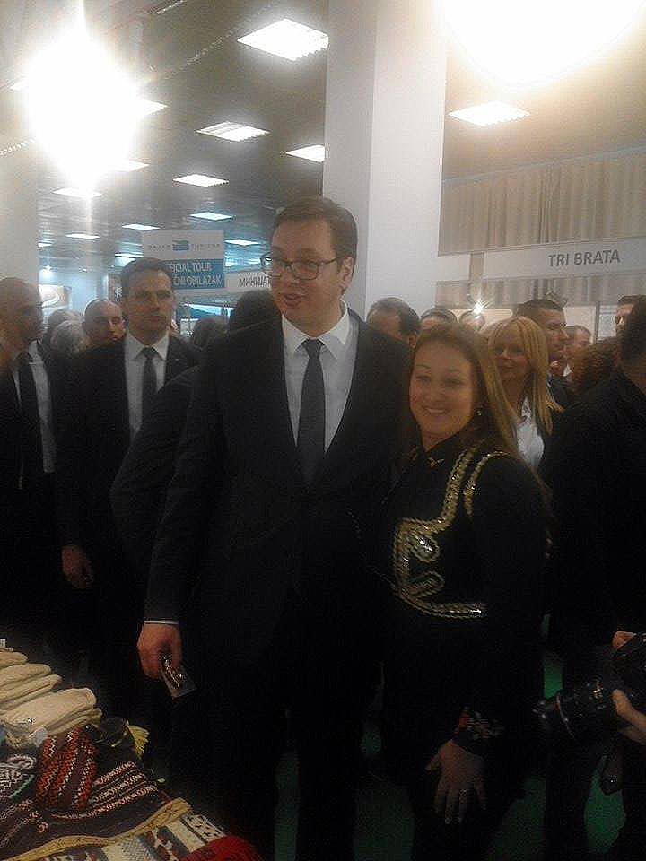 Aleksandar Vučić obišao štand opštine Svrljig na sajmu u Beogradu