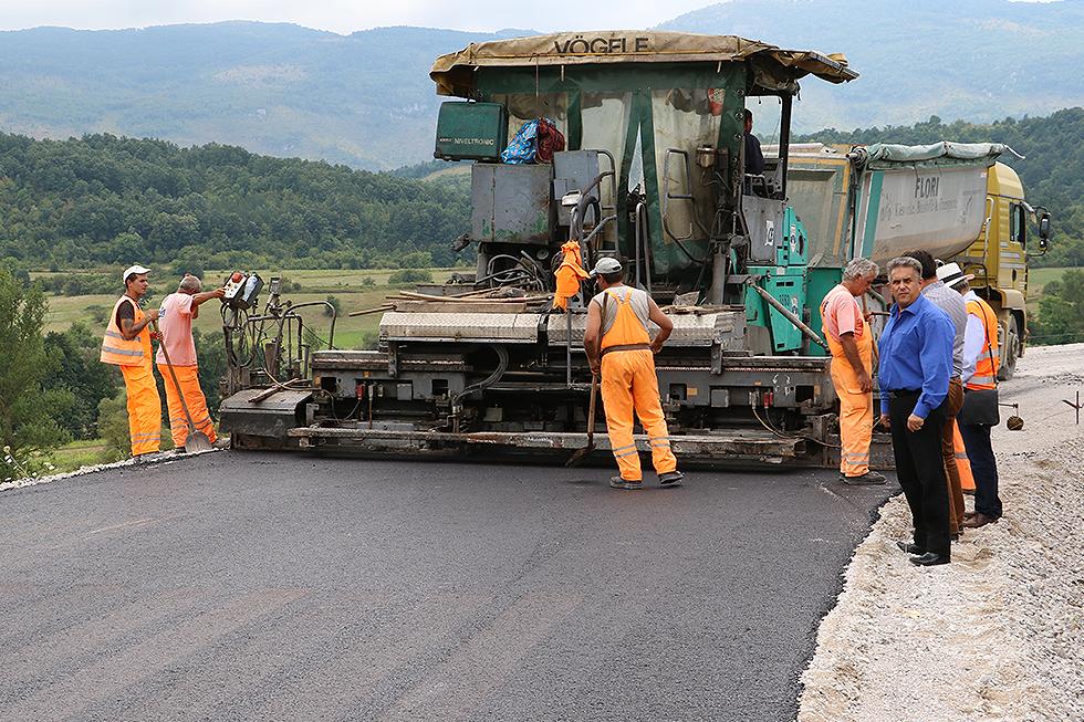 Prvi sloj asfalta na saobraćajnici prema Staroj planini iz pravca Svrljiga