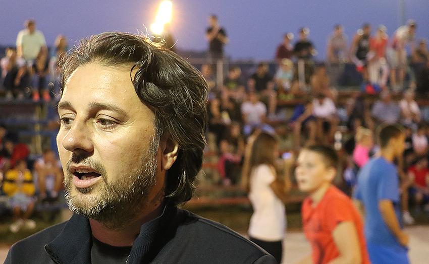 Opštinski većnik Borivoje Petković na otvaranju turnira, foto: M.M. / Svrljiške novine