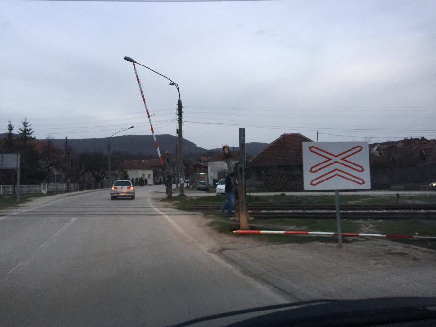 Ponovo polomljena rampa u Svrljigu (VIDEO)