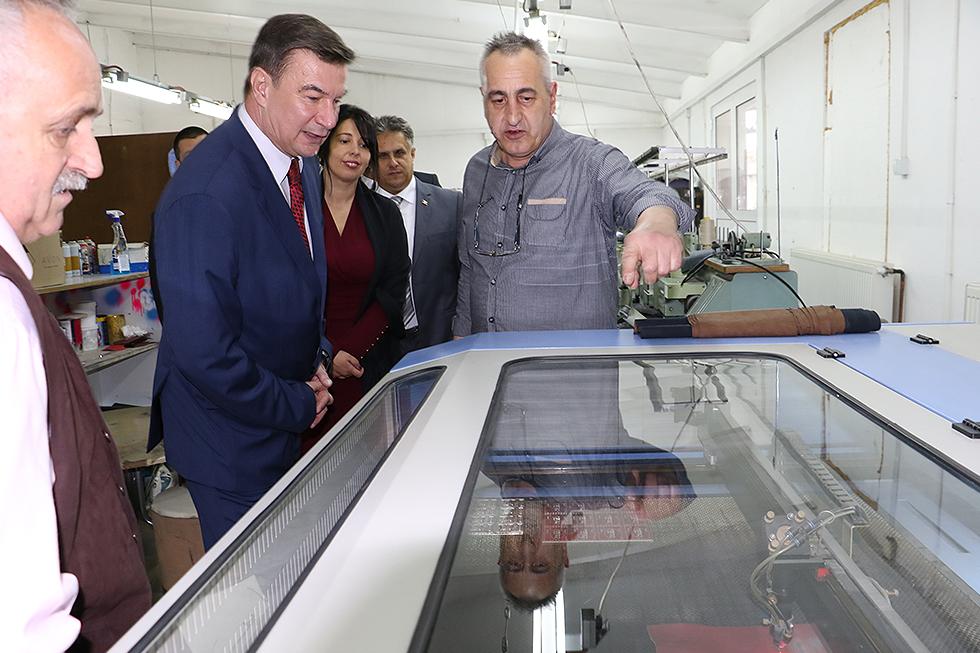 Ministar Knežević obišao pogone svrljiških firmi 2