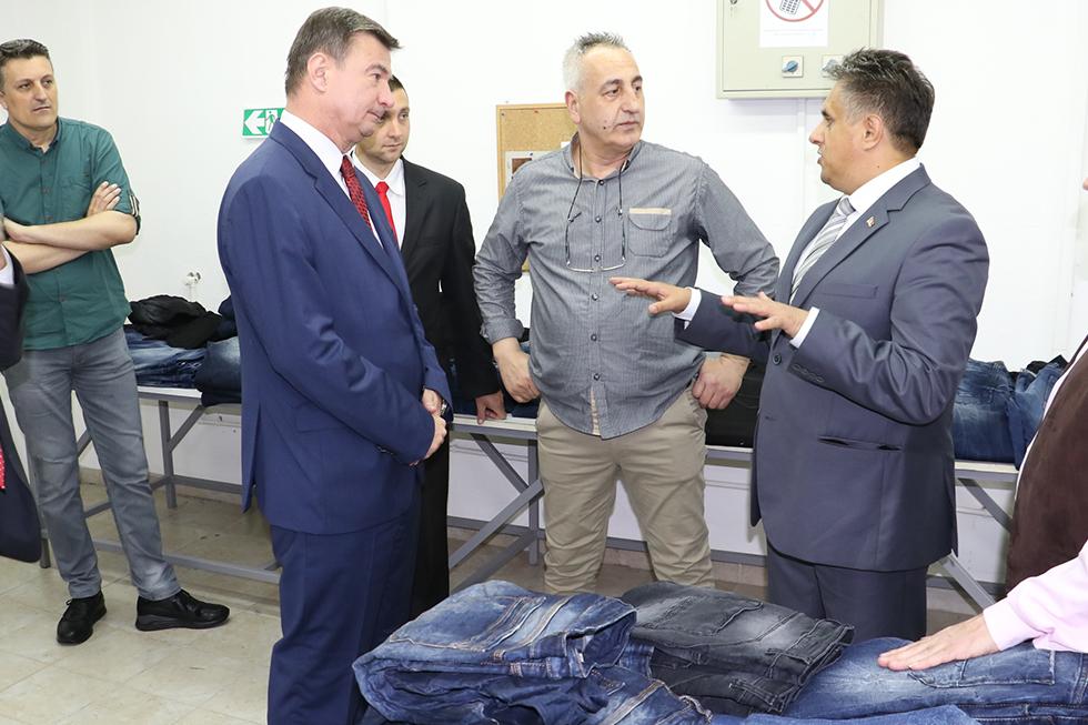 Ministar Knežević obišao pogone svrljiških firmi 3