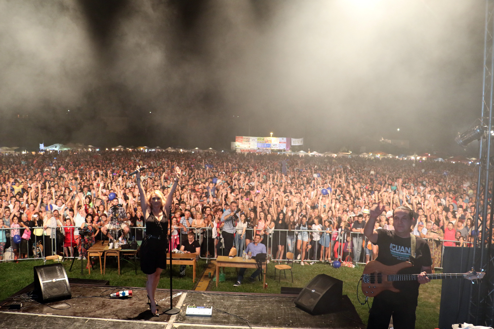 Goca Tržan u Svrljigu pevala pred mnogobrojnom publikom