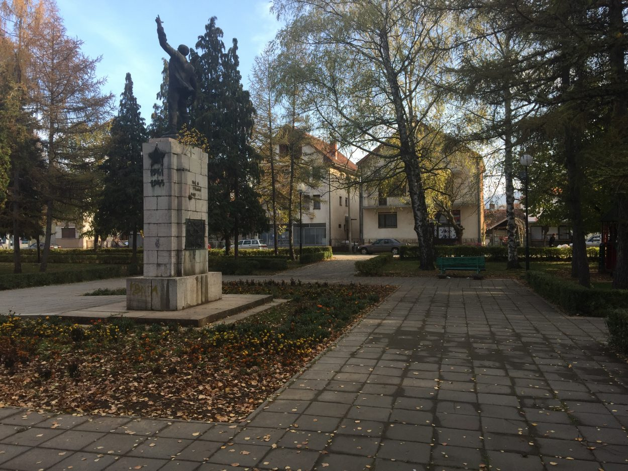 DRUGA FAZA RENOVIRANJA: Park dobija moderne klupe i nove kante