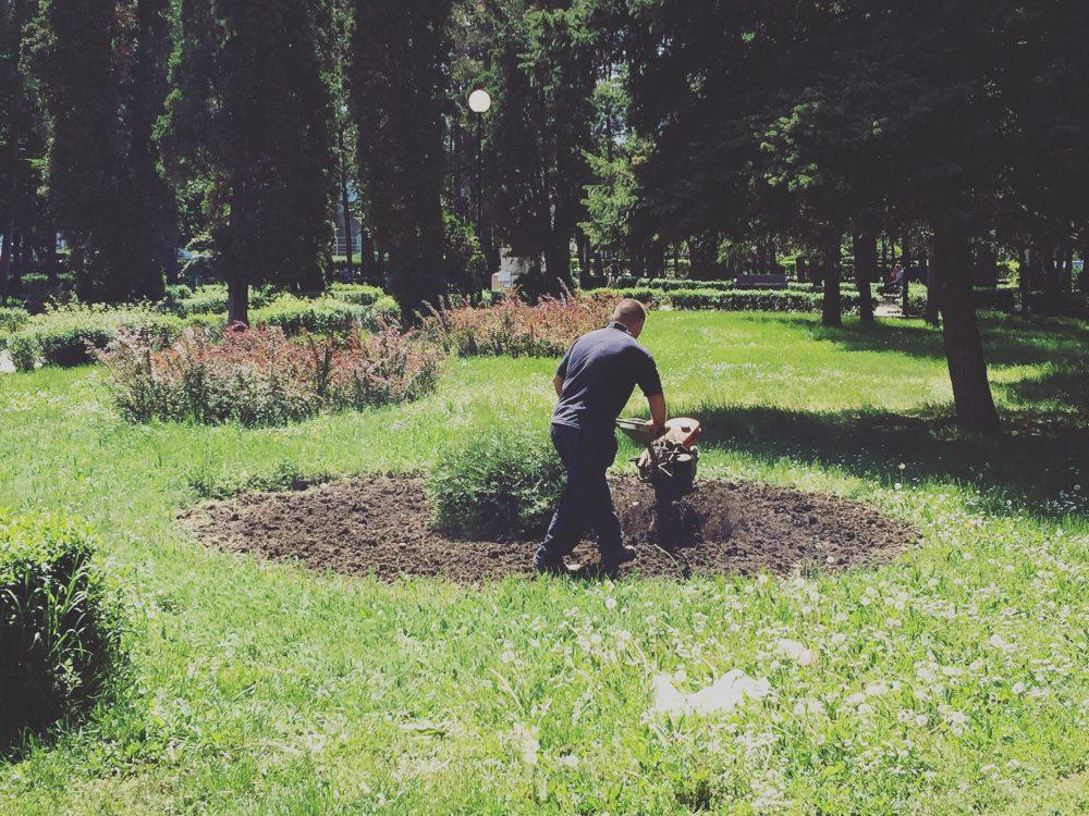Akcija obrade zemljišta u parku