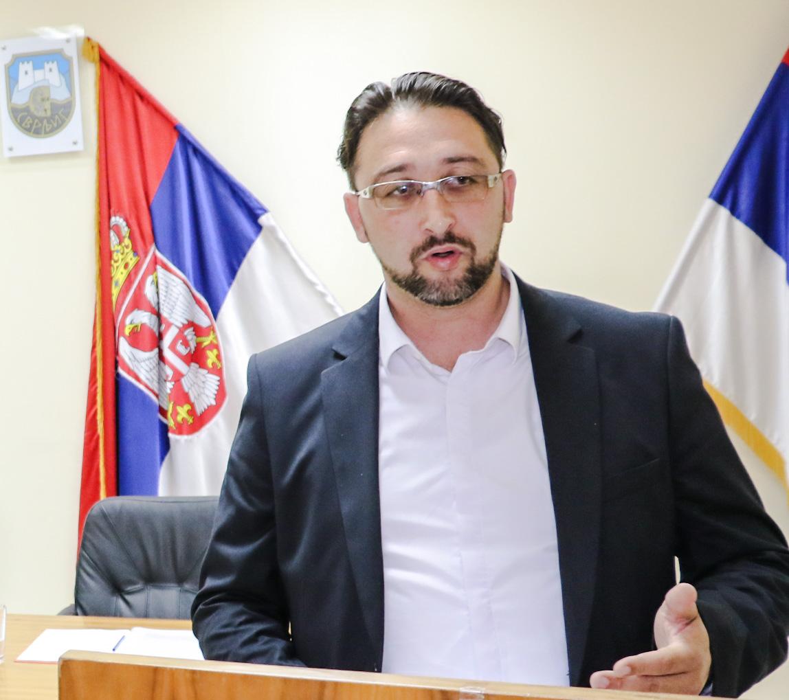 Skupština posvećena privredi, Igor Davidović za govornicom, foto: M.M. / Svrljiške novine
