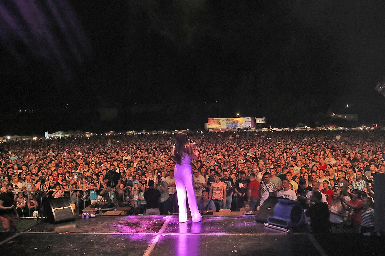 Prepuno na koncertu Dragane Mirković u Svrljigu, foto: D.M. / Svrljiške novine