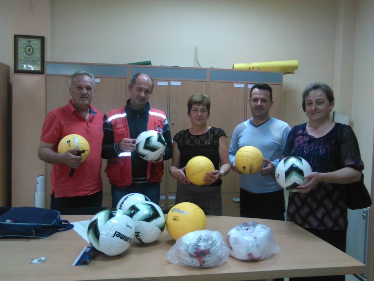 CRVENI KRST: Kupljene lopte sa Osnovnu školu
