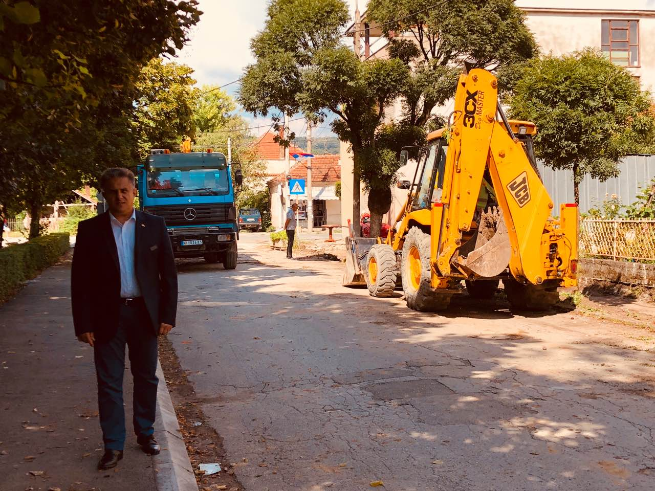 Narodni poslanik Miletić obilazi gradilište, foto: N.S. / Svrljiške novine