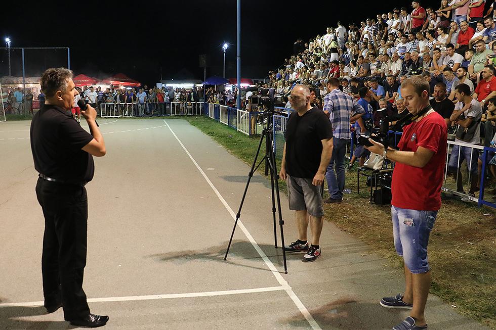 Narodni poslanik Milija Miletić u obraćanju prisutnima na finalnoj večeri turnira, foto: M. Miladinović, Svrljiške novine