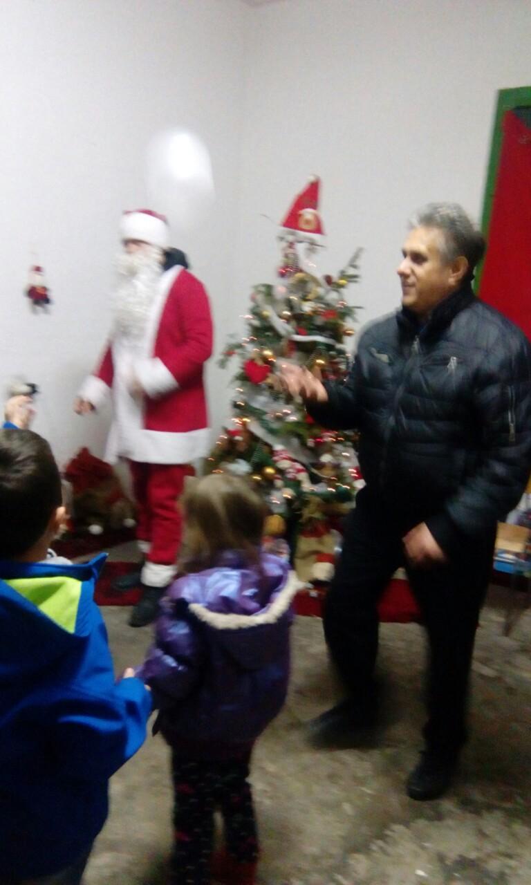 Miletić sa decom, foto: T.L.