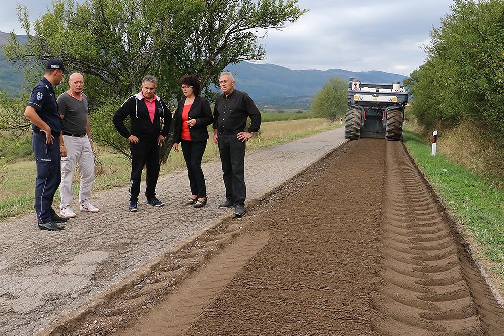 Miletić sa saradnicima obišao put prema Staroj planini, foto: M. Miladinović