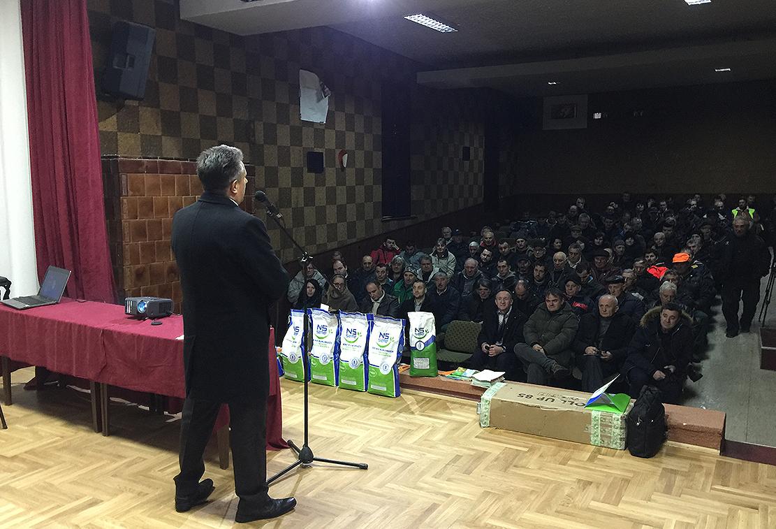 Narodni poslanik Milija Miletić u obraćanju poljoprivrednicima Svrljiga, foto: M. Miladinović, Svrljiške novine