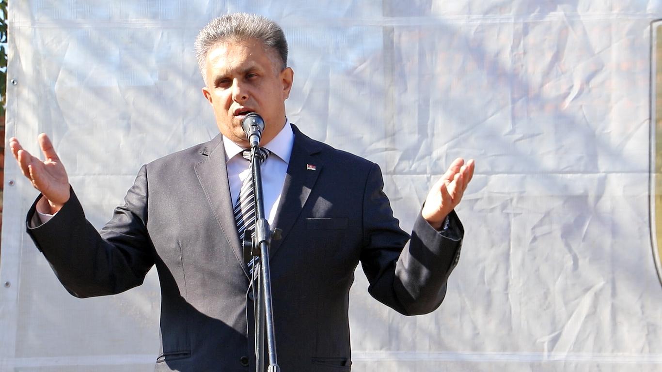 Narodni poslanik Milija Miletić u obraćanju na otvaranju prvog Sajma, foto: M. Miladinović, Svrljiške novine