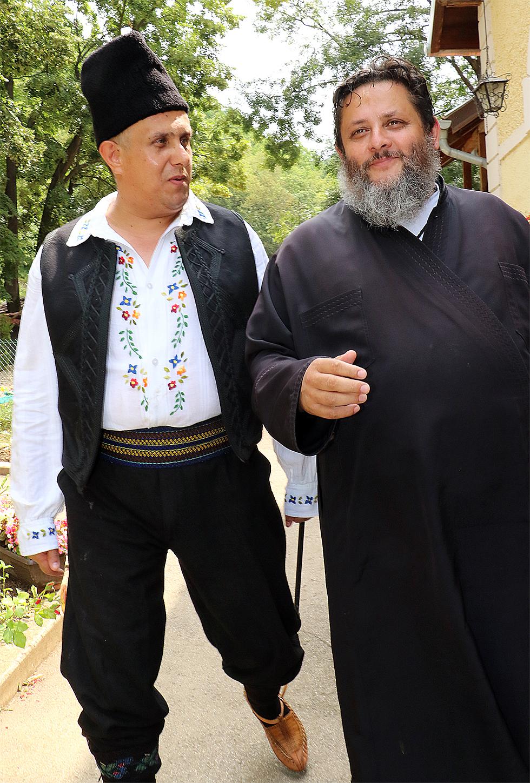 Milija Miletić i otac Varnava - Pirkovac 2016, foto: M.M.