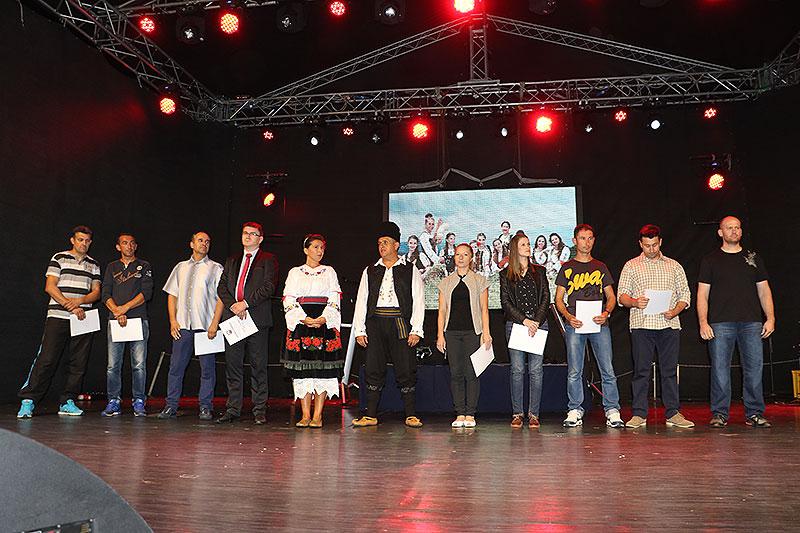 Predstavnici proizvođača nameštaja u Svrljigu sa predsednicom opštine i nardnim poslanikom, foto: M.M. / Svrljiške novine