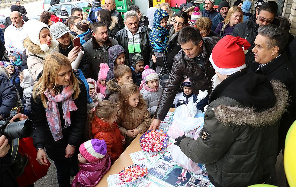 Novogodišnji paketići – poklon Ujedinjene seljačke stranke