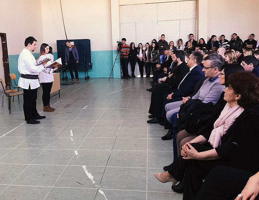 Učenici izvode predstavu, foto: M.M. / Svrljiške novine