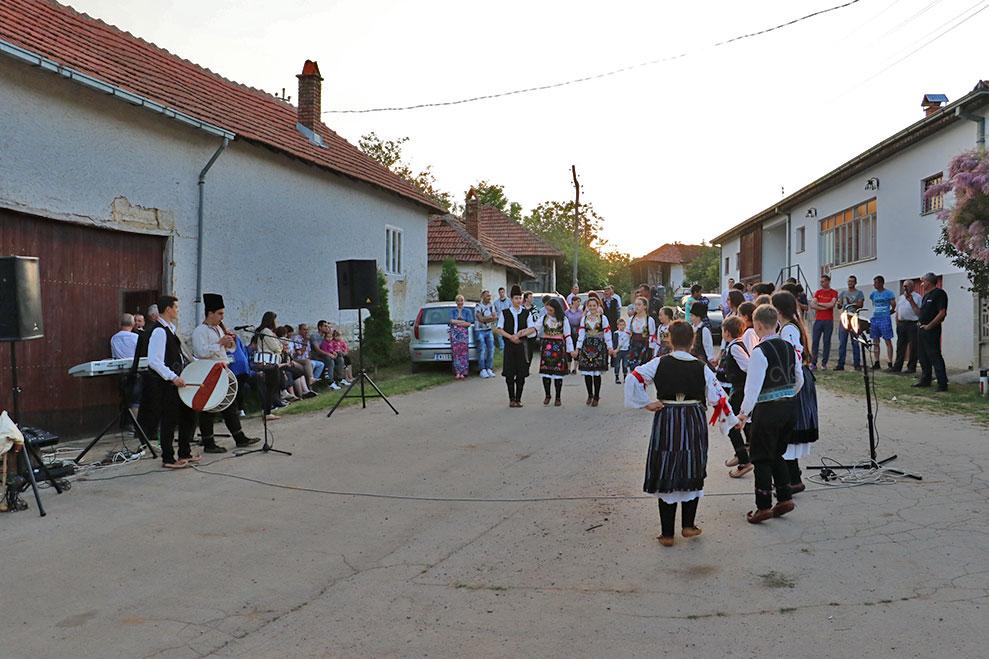 Igranka u Radmirovcu povodom seoske slave