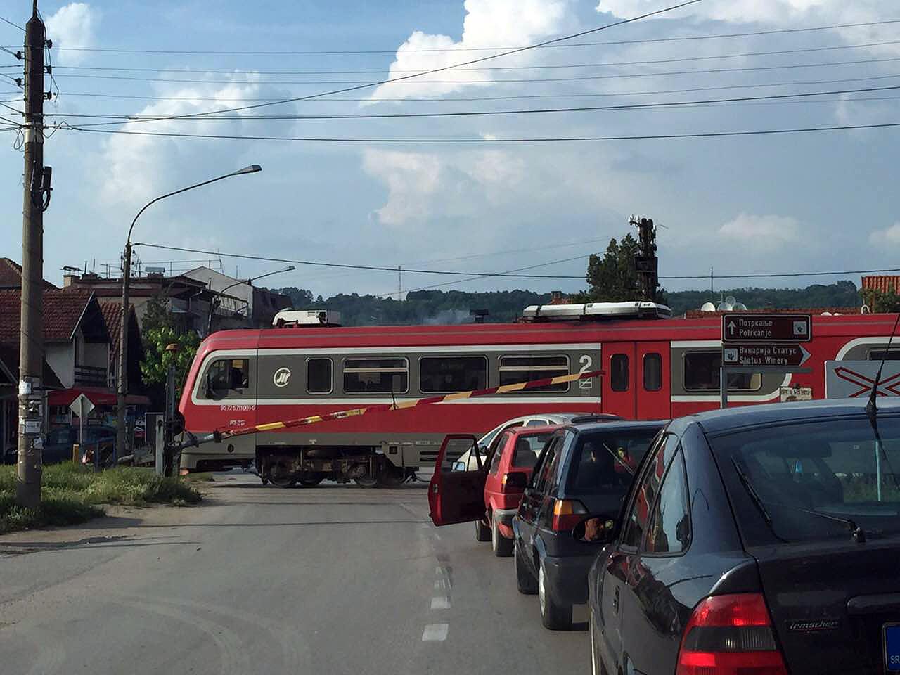 Oprezno na pružnom prelazu u Svrljigu!