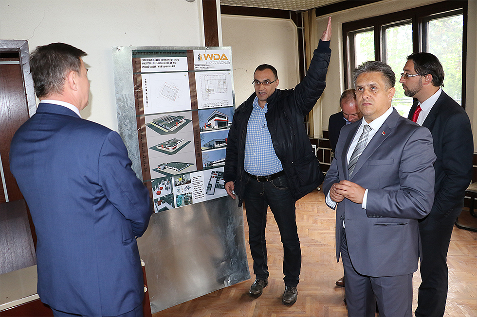 Ministar Knežević obišao pogone svrljiških firmi 4