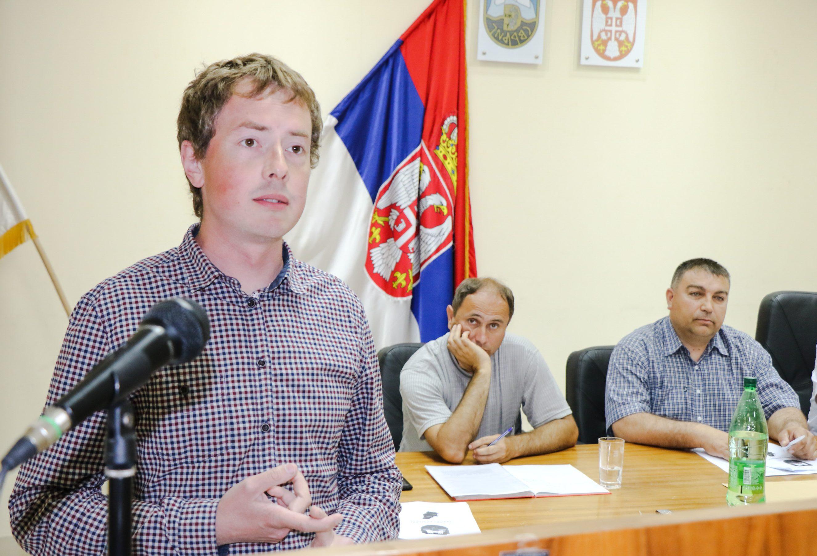 Skupština posvećena privredi, Vlada Pejčić za govornicom, foto: M.M. / Svrljiške novine