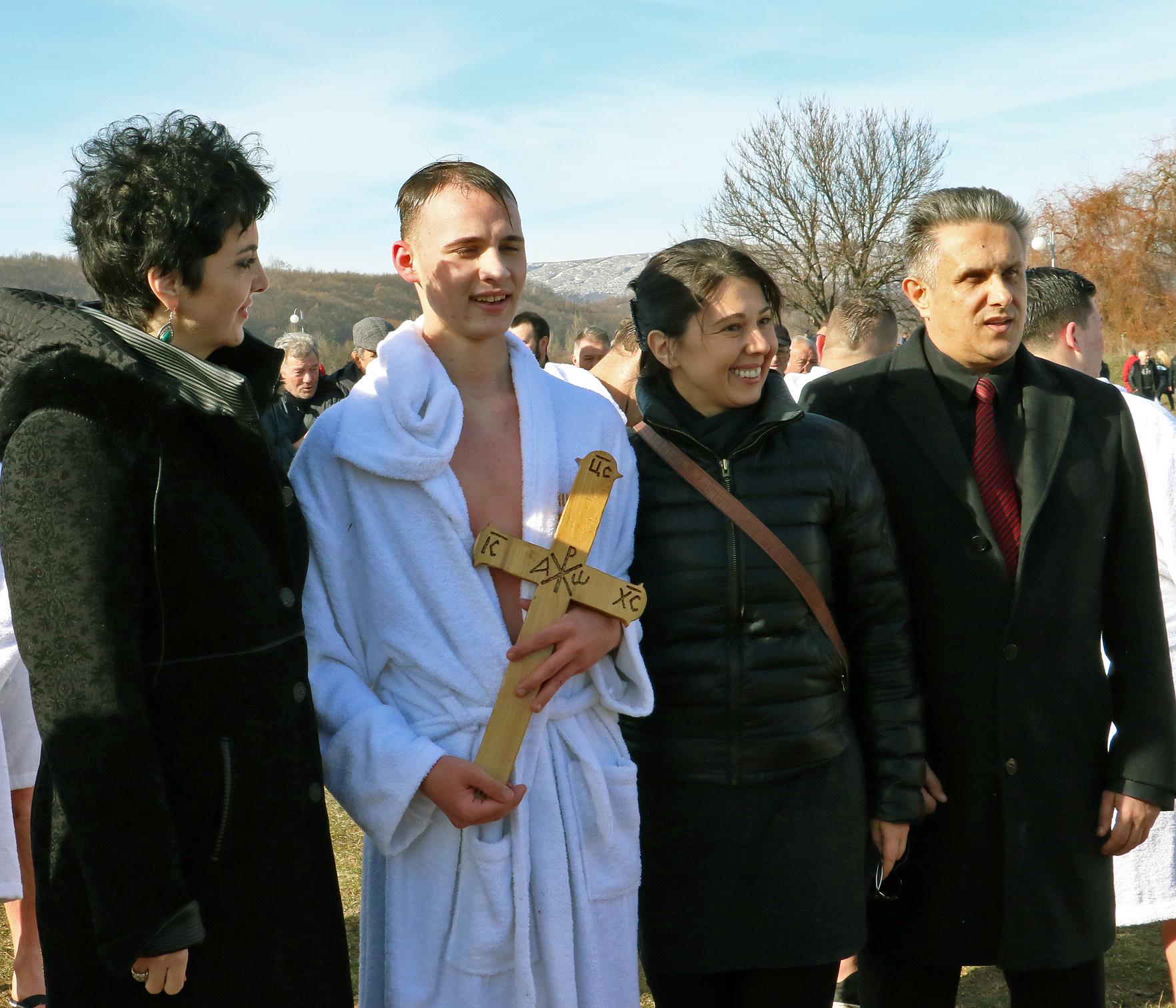 Časni krst u rukama Dušana Aranđelovića 1