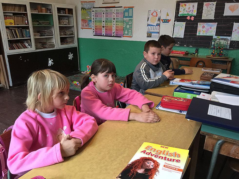 Deca čuvaju selo i školu od propadanja