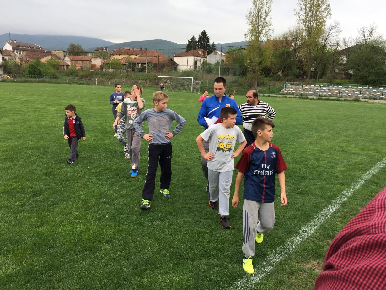 "POČELA SA RADOM ŠKOLA FUDBALA FK ""SVRLJIG"" – DOBAR ODZIV DECE"