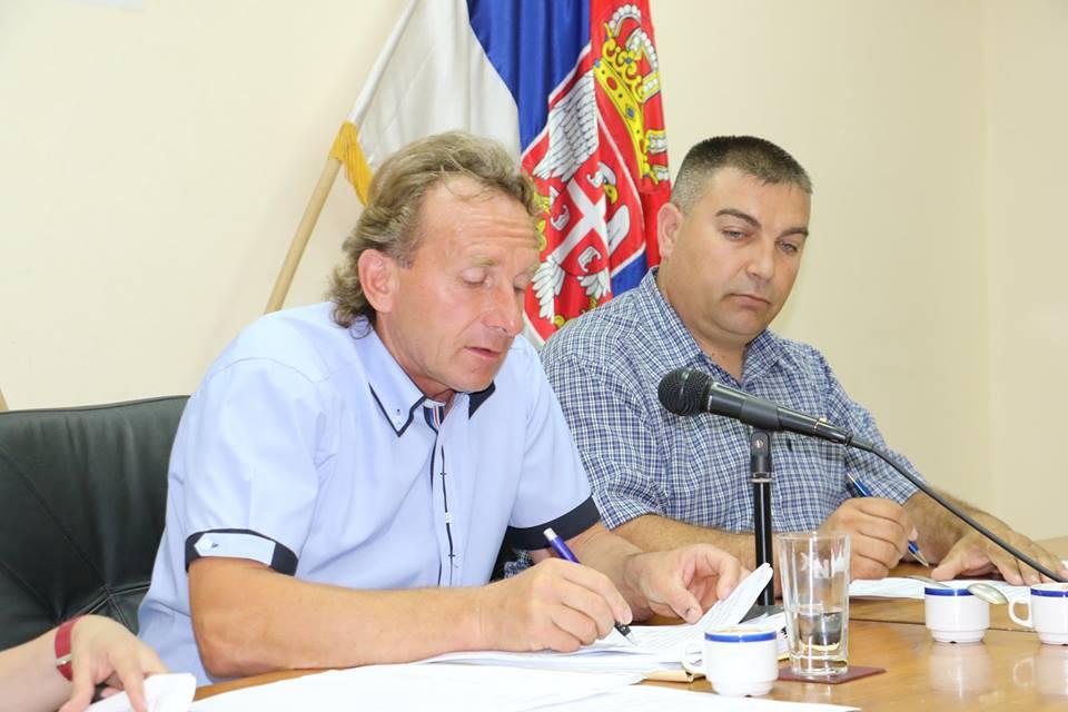 Predsednik SO Svrljig Nebojša Antonijević (USS)i njegov zamenik Goran Jeremijić (SNS), foto: M.M. / Svrljiške novine