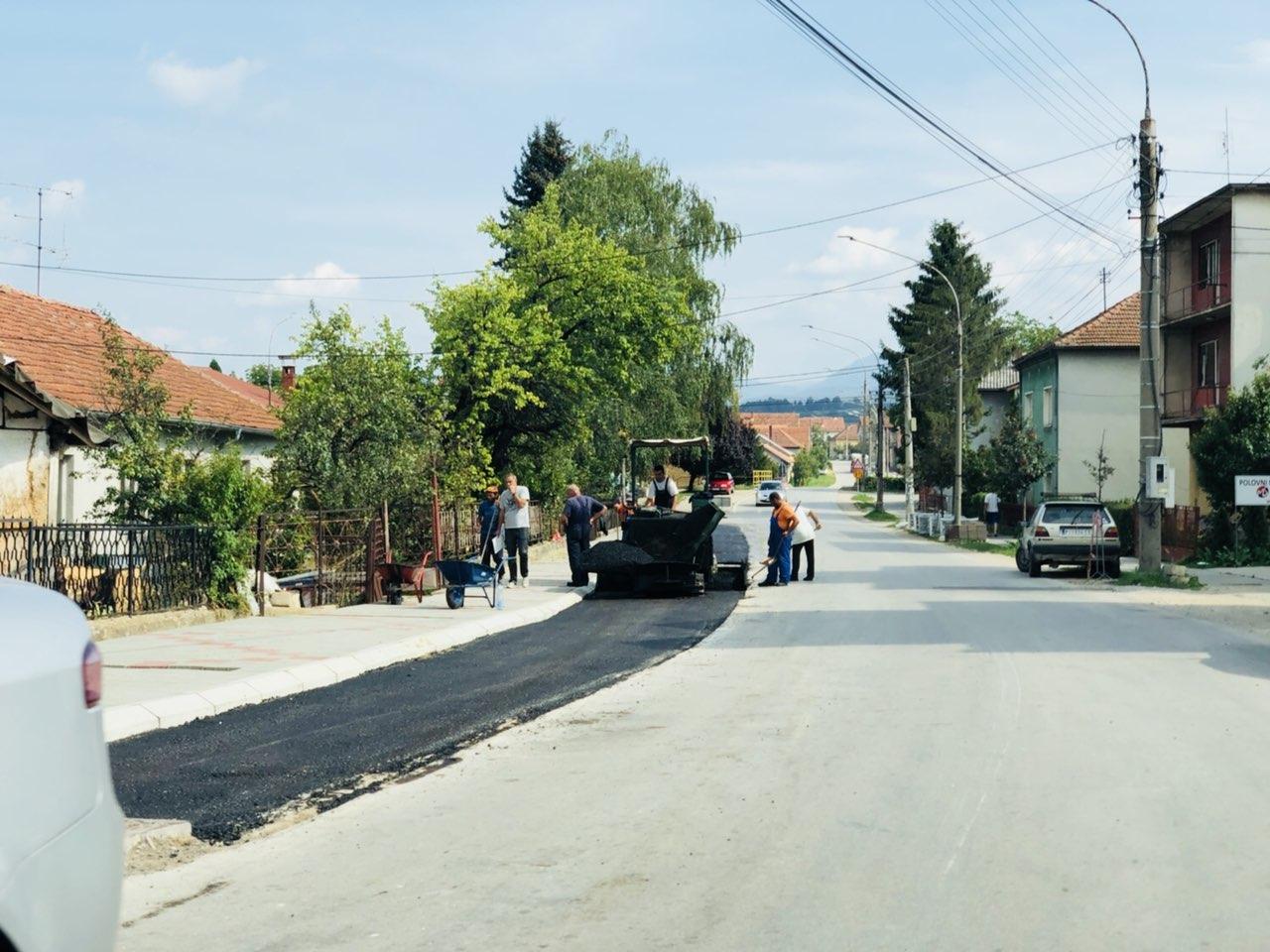 Završni radovi na uređenju trotoara u Vasilija Anđelkovića Albanca