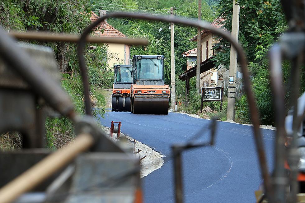 Asfaltiranje puta kod Okruglice, foto: M. Miladinović, Svrljiške novine